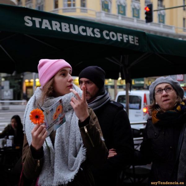 dos flores dos dedos love starbucks coffee estrena doble soyTendencia Madrid street style