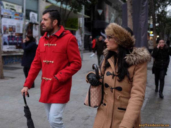 trenka beige capucha con pelo trenka roja diadema de piel guantes de lunares soyTendencia Madrid street style