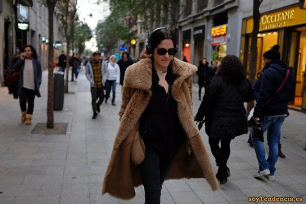 abrigo de mouton con solapas grandes soyTendencia Madrid street style