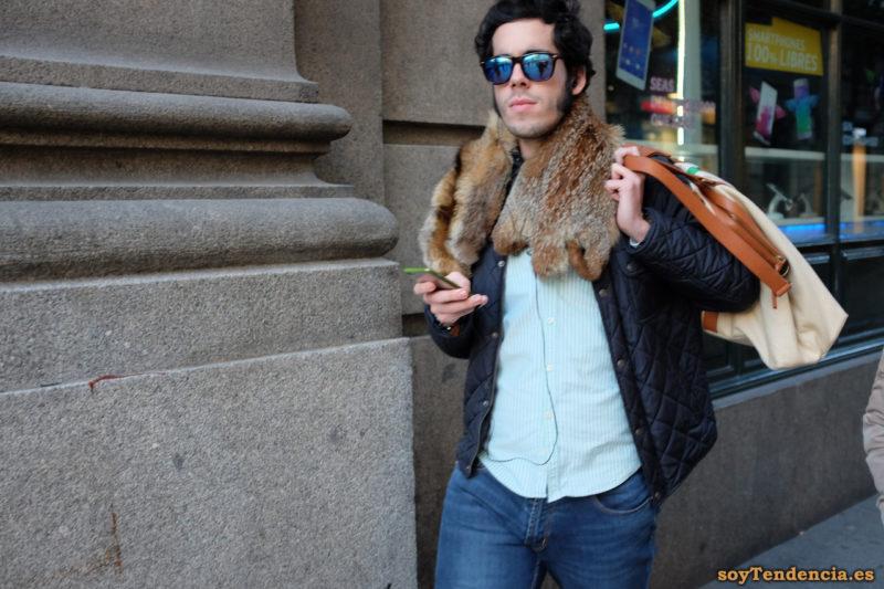 cazadora acolchada bufanda de piel bolso hombre soyTendencia Madrid street style