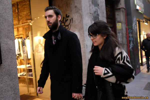 chaqueta de punto blanca con figuras negras interior negro abrigo soyTendencia Madrid street style