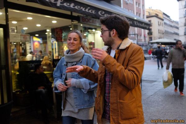 chaquetón color mostaza cazadora vaquera jersey cuello alto soyTendencia Madrid street style