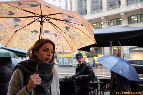 paraguas el beso Gustav Klimt bufanda manta soyTendencia Madrid street style