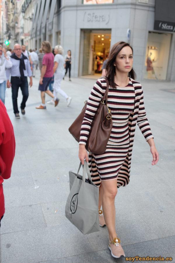 vestido a rayas chaqueta larga a juego soyTendencia Madrid street style