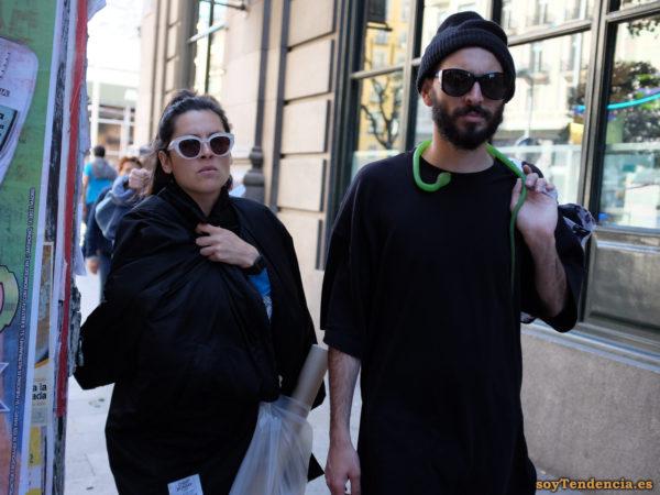 camiseta negra serpiente cuello gorro gafas soyTendencia Madrid street style