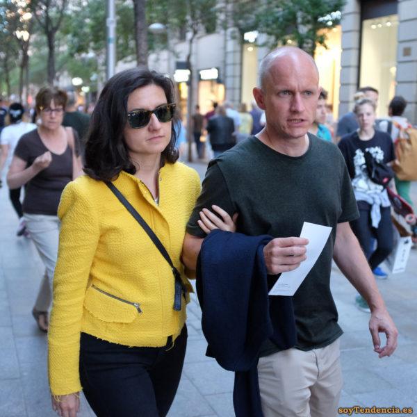 chaqueta amarilla con corte deshilachado soyTendencia Madrid street style