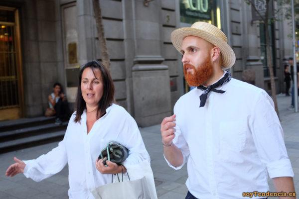 barba roja con sombrero de paja camisa blanca lazo soyTendencia Madrid street style