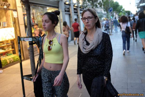 camiseta amarilla corta con tirantes pájaros soyTendencia Madrid street style