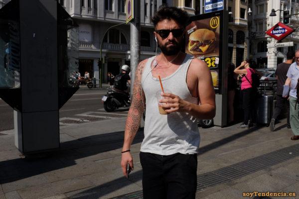 camiseta básica tattoo gafas de sol soyTendencia Madrid street style