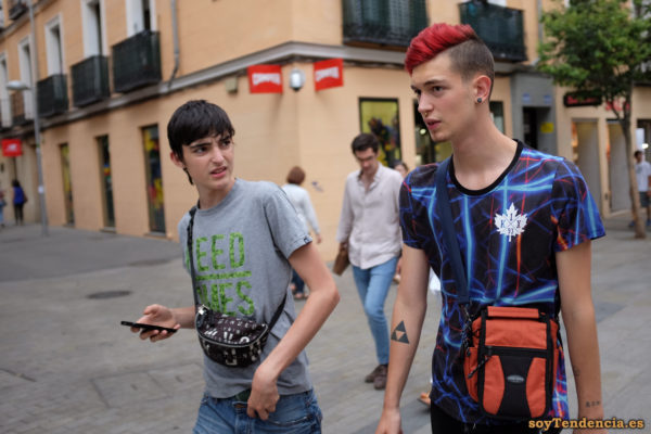 camiseta k1x azul pelo rojo mochila riñonera soyTendencia Madrid street style