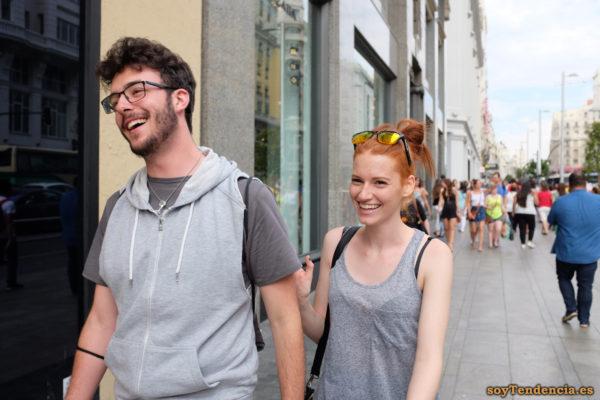 camiseta larga sudadera con las mangas cortadas capucha soyTendencia Madrid street style