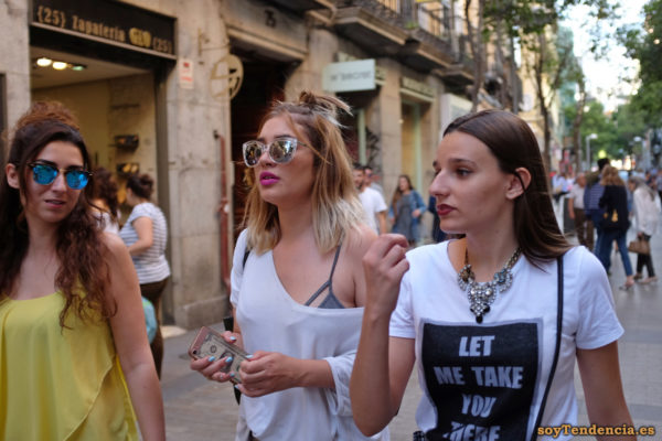 camiseta let me take you there collar soyTendencia Madrid street style
