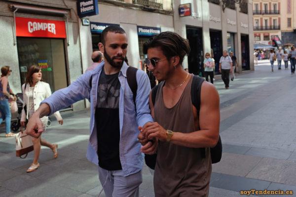 camiseta sin mangas abierta camisa azul clara soyTendencia Madrid street style