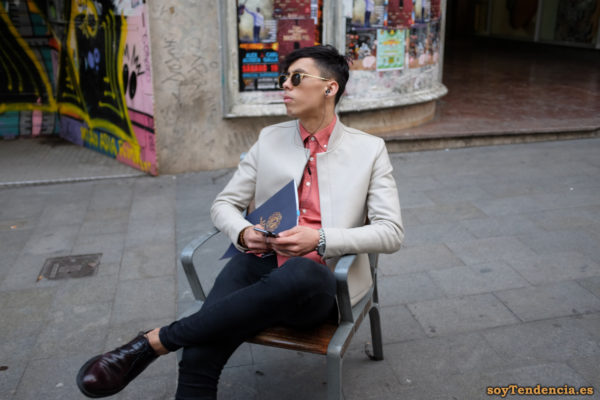 chaqueta sin botones y cuello corto camisa salmón soyTendencia Madrid street style