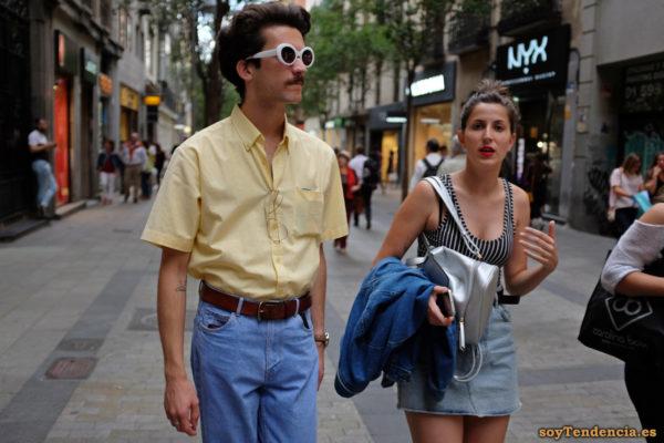 gafas planas blancas tattoo percha camiseta rayas soyTendencia Madrid street style