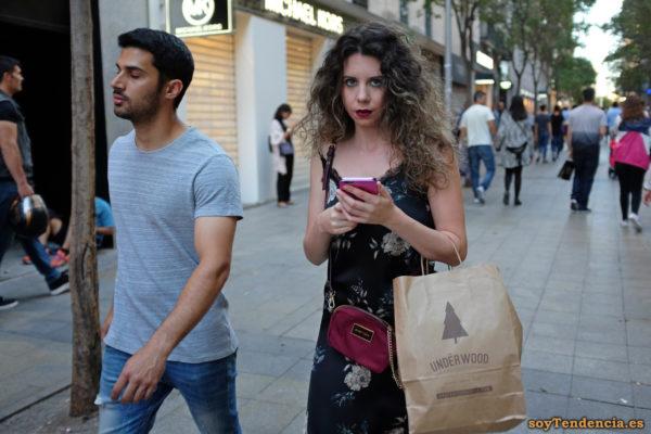 vestido negro de tirantes con puntillas en el escote bolso Bimba y Lola soyTendencia Madrid street style