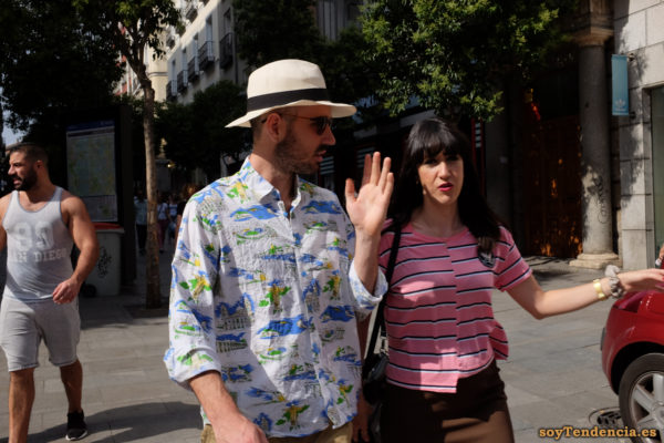 camisa de Rio de Janeiro manga larga sombrero camiseta corte vertical desigual soyTendencia Madrid street style