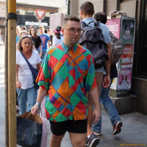 camisa de cuadros grandes al bies varios colores manga corta gafas grandes soyTendencia Madrid street style