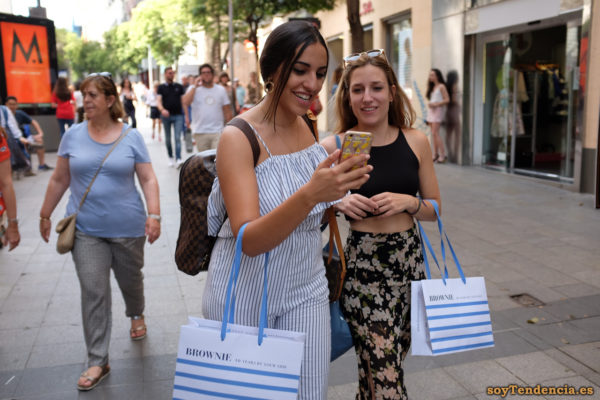 mono a rayas azules con volante tirantes top vestido abierto Brownie 10 years by your side soyTendencia Madrid street style