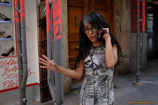 vestido con esqueleto teléfono soyTendencia Madrid street style