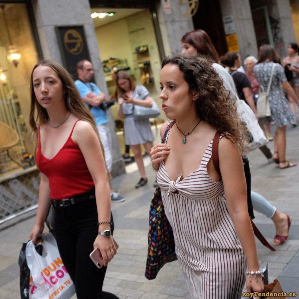 vestido a rayas horizontales y verticales lazo en escote soyTendencia Madrid street style