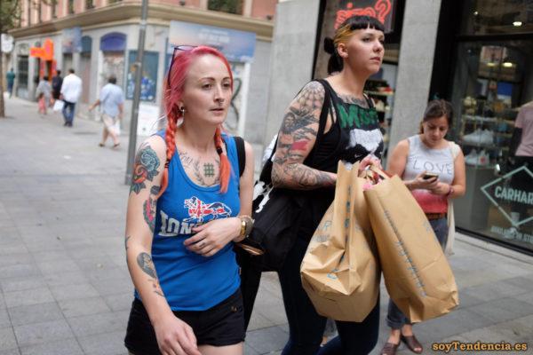 camiseta azul negra tattoo Grimhilde malvada madrastra Blancanieves pelo rojo soyTendencia Madrid street style