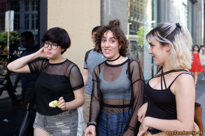 camiseta calada top blanco pantis por encima del ombligo camiseta tirantes en el escote soyTendencia Madrid street style