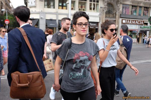 camiseta con calavera bolso grande de hombre levis soyTendencia Madrid street style