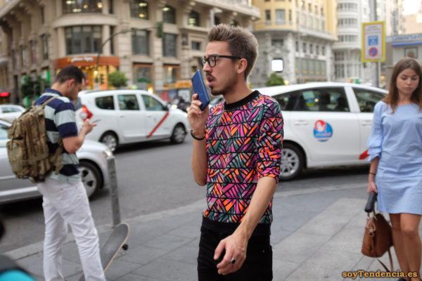 camiseta bandas diagonal fucsia naranja verde negro skate soyTendencia Madrid street style