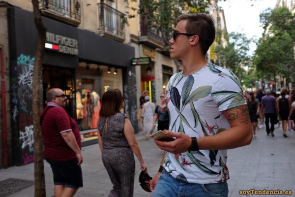 camiseta de hojas y flores tropicales soyTendencia Madrid street style