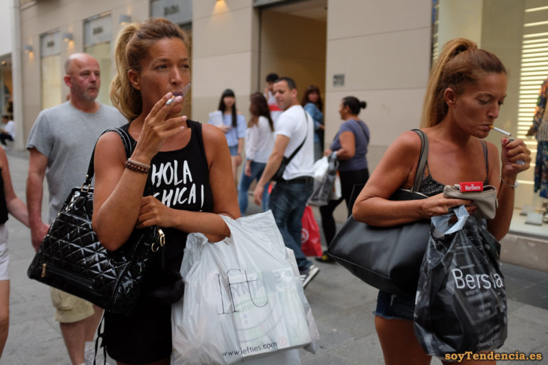camiseta hola chica negra short vaquero soyTendencia Madrid street style