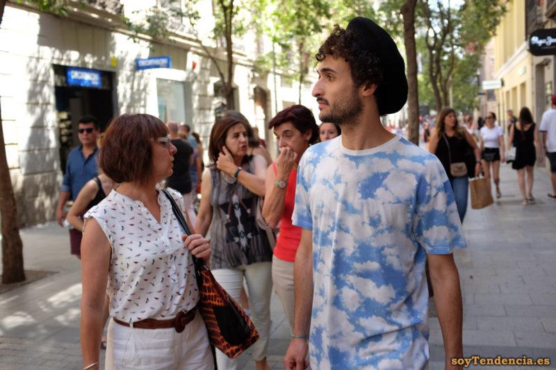 camiseta nubes sobre cielo azul pájaros blusa soyTendencia Madrid street style