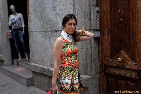 vestido cabezas indias flores cuello estrellas soyTendencia Madrid street style