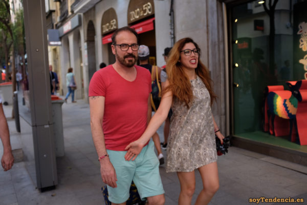 vestido corto círculos negros sobre fondo blanco soyTendencia Madrid street style