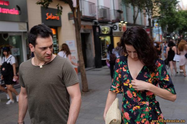 vestido cruzado de media manga negro con flores soyTendencia Madrid street style