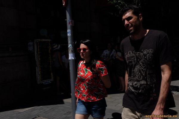 camiseta de sandías gafas rojas soyTendencia Madrid street style