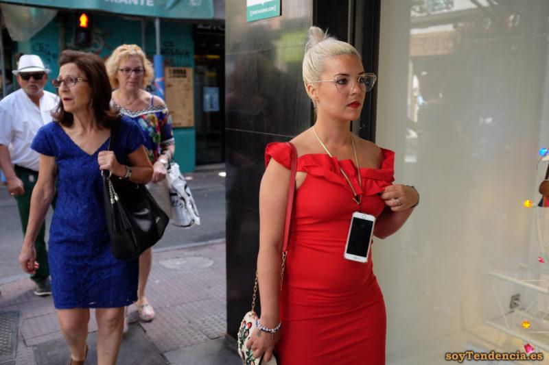 vestido rojo con escote de volantes soyTendencia Madrid street style