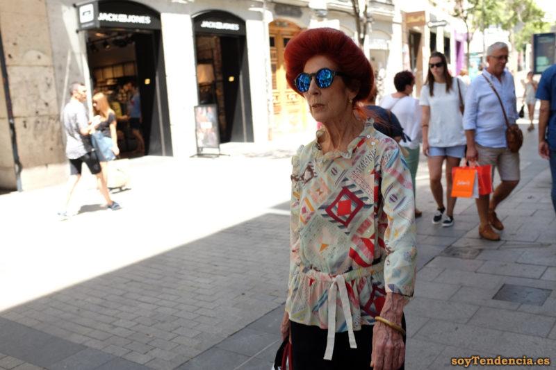 blusa de cuadros al bies cinturón tela gafas azules soyTendencia Madrid street style