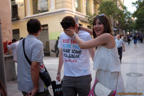 camiseta pull & bear blanca cara tapada soyTendencia Madrid street style