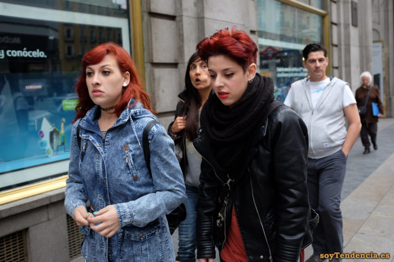 cazadora de cuero con mangas acolchadas chaquetón vaquero pelo color caoba soyTendencia Madrid street style
