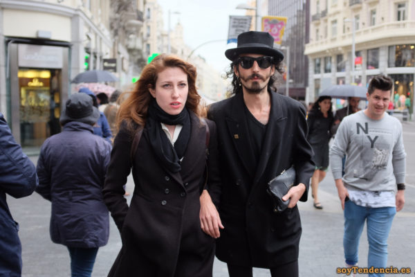 chaqueta negra sombrero alto soyTendencia Madrid street style