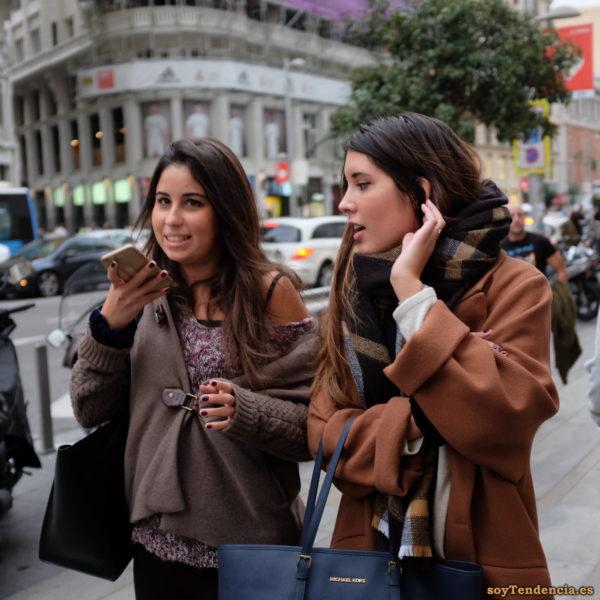 chaquetón con trabilla abrigo manga vuelta bolso Michael Kors soyTendencia Madrid street style