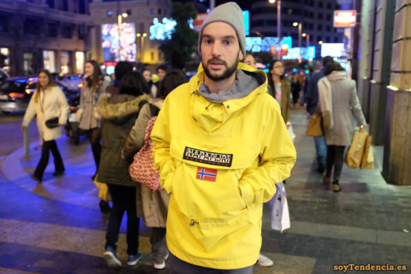 anorak Napapijri amarillo con capucha gorro lana soyTendencia Madrid street style