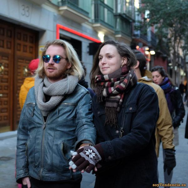 chaquetón vaquero y cazadora de cuero azul bufanda guantes soyTendencia Madrid street style