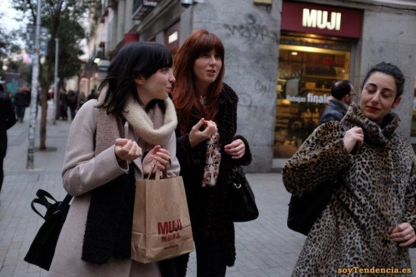 abrigo de piel de leopardo compras en Muji Fuencarral soyTendencia Madrid street style