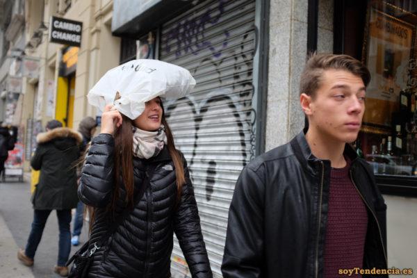 Anorak The North Face negro acolchado lluvia bolsa soyTendencia Madrid street style