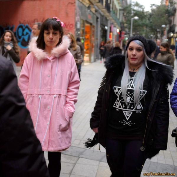 camiseta esoterica estrella de seis puntas pelo blanco abrigo rosa con capucha soyTendencia Madrid street style