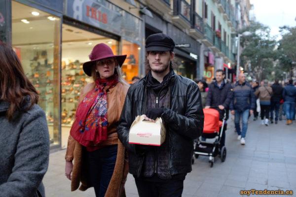 cazadora negra guantes sin dedos Happy Day Bakery gorra soyTendencia Madrid street style