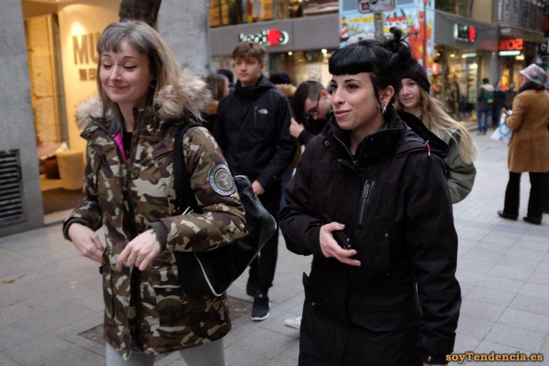dos chaquetones con capucha y grandes bolsillos camuflaje soyTendencia Madrid street style