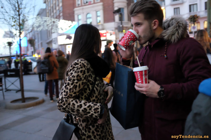 abrigo de piel de leopardo chaquetón granate capucha de pelo largo soyTendencia Madrid street style
